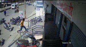 Gwalior News : हत्या के इरादे से आये बदमाशों ने कट्टे से की फायरिंग, वीडियो वायरल