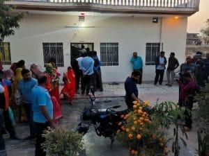 पूर्व राज्यसभा सांसद के घर टूटा पहाड़, बेटे के मौत के बाद मां-पिता ने दो बेटियों संग लगाई फांसी
