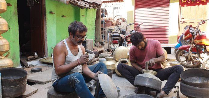 Chhatarpur : उखड़ रही पीतल उद्योग की सांसें, विधानसभा में सरकार के वादे के बाद भी नहीं मिल रही सहायता