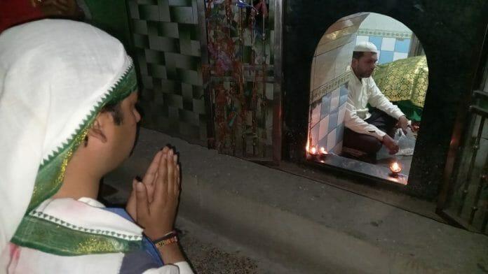 सिंधिया के गढ़ में जयवर्धन सिंह का शक्ति प्रदर्शन, मंदिर में दर्शन किए मजार पर झुकाया सिर