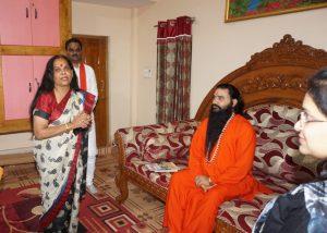 Damoh News : भाजपा नेत्री डॉ सुधा मलैया ने की शक्तिपुत्र जी महाराज से मुलाकात