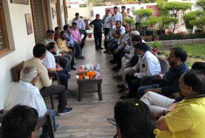 मसाला व्यपारियों की समस्या को लेकर भाजपा नेता कृष्णमुरारी मोघे ने की कलेक्टर से मुलाकात