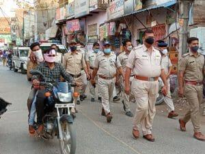 Corona War: पुलिस ने चलाया रोको टोको अभियान, बिना मास्क पहने युवक से TI ने कराई उठक-बैठक