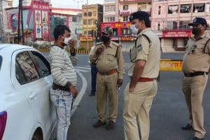 Jabalpur : लॉकडाउन में भी नहीं संभले लोग, बेवजह घूमते मिले सड़कों पर, 500 लोगों पर हुई चालानी कार्रवाई
