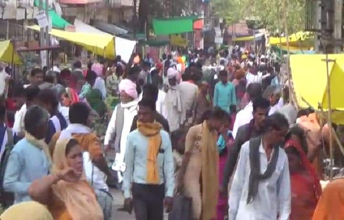 Rajgarh News : धारा 144 लागू होने के बावजूद लगा साप्ताहिक हाट, लोगों की भीड़ उमड़ी