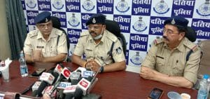 Job Fraud: नौकरी के नाम पर युवाओं से लूट रहे थे लाखों रुपये, पुलिसकर्मियों का हुआ पर्दाफश
