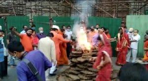 Indore में मां अहिल्या के जयकारों के साथ राजबाड़ा पर सरकारी होली का दहन, पारंपरिक और सांकेतिक जलाई गई होली