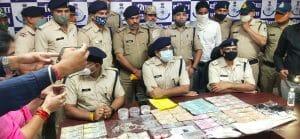 Datia News : लाखों की लूट करने वाले पांच आरोपियों को पुलिस ने किया गिरफ्तार