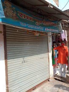 कोरोना के चलते प्रशासन की कार्यवाही, एसडीएम ने की कपड़े की दुकान 24 घंटे के लिए सील