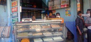 लॉकडाउन खुलते ही मुंगावली बाजार में दिखा लोगो का हुजूम, कोरोना नियमों की उड़ी धज्जियां