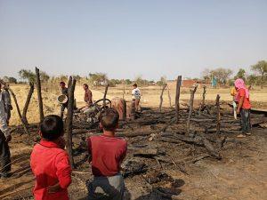 शिवपुरी : किसान की झोपड़ी में लगी आग, बाइक सहित अन्य कीमती सामान जलकर खाक