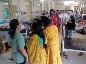 सरकारी अस्पताल में ऑक्सीजन ख़त्म, पांच की मौत! टैंकर पहुँचाने विधायक ने लगाया गाड़ियों में धक्का