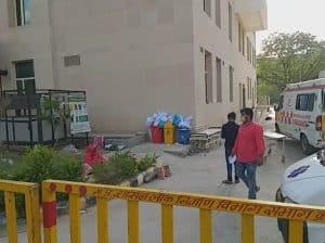 सुपर स्पेशलिटी अस्पताल की बड़ी लापरवाही, मंत्री के सामने भी खुले में पड़ी रहीं संक्रमित पीपीई किट