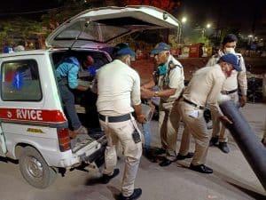 निजी अस्पताल में खत्म हुई ऑक्सीजन, जबलपुर पुलिस ने की मदद, तुरंत पहुंचाया सिलेंडर