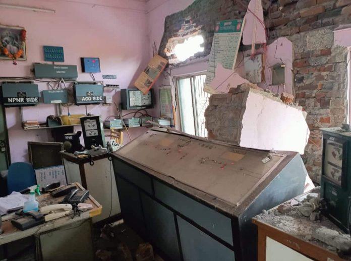 नेपानगर के पास चांदनी रेलवे स्टेशन का नवनिर्मित भवन का छज्जा गिरा