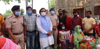 नरोत्तम मिश्रा ने दतिया में 700 परिवारों को वितरित की नि:शुल्क खाद्य सामग्री