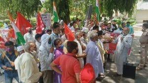 आंदोलन के सात महीने पूरे होने पर किसानों का प्रदर्शन, सौंपा राष्ट्रपति के नाम ज्ञापन