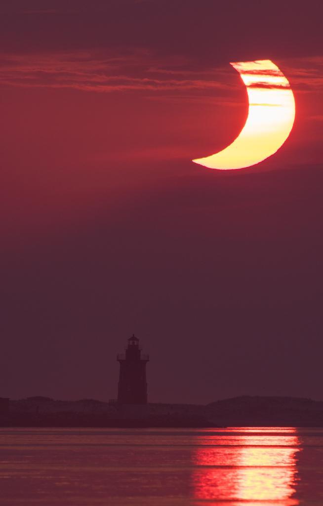 Solar Eclipse 2021: सूर्यग्रहण के दौरान दिखा Ring of Fire का अद्भुत नजारा, देखें तस्वीरें
