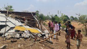 अलीराजपुर : तेज आंधी-तूफान में उड़े मकानों के चद्दर, विधायक ने हरसंभव मदद का दिया आश्वासन
