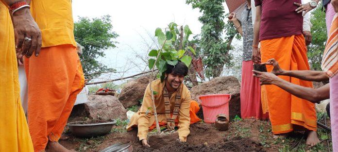 प्रकृति की सेवा और शुद्धि के लिए एक संत ने लिया सवा 11 लाख पेड़ लगवाने का संकल्प