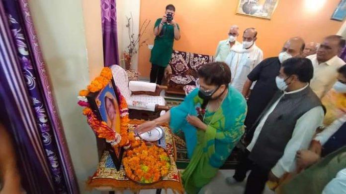 Dewas News: खंडवा उपचुनाव से पहले हलचल तेज, प्रभारी मंत्री ने अधिकारियो से मांगी रिपोर्ट