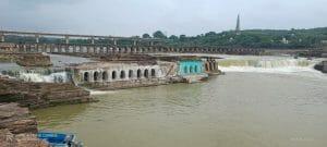 संकुआ धाम का मनोरम दृश्य देखने पहुंचे लोग! भारी बारिश से बढ़ा सिंध नदी का जलस्तर, दखें तस्वीरें..