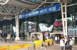 खुद को गृहमंत्री अमित शाह का रिश्तेदार बताने वाले शख्स के खिलाफ मामला दर्ज, एयरपोर्ट पर लेता था VIP सुविधांए