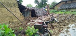 Panna : बारिश में भरभराकर गिरा कच्चा मकान, बाल-बाल बचे परिवार के सदस्य