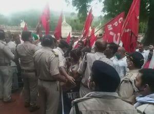 महंगाई के विरोध में माकपा का जेल भरो आंदोलन, प्रदर्शन कर दी गिरफ्तारियां