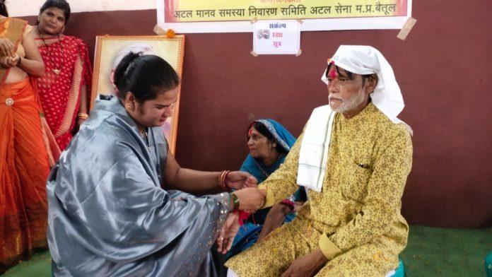 Betul : किन्नर बहनों ने पहली बार बांधी राखी, बैतूल में हुआ अनूठा आयोजन