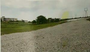 IAS को लाभ पहुंचाने सरकारी तालाब की पार तोड़कर बना दी सड़क! प्रशासन सवालों के घेरे में