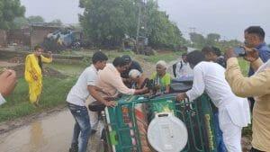 दिमनी में बाढ़ पीड़ितों से मिलने पहुंचे पूर्व मंत्री गिर्राज दंडोतिया, बाढ़ग्रस्त इलाकों का लिया जायजा
