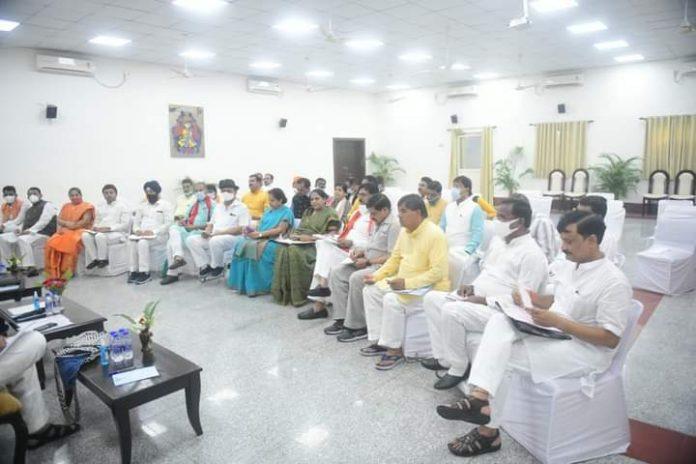 MP Politics: लोकसभा उपचुनाव की तैयारी शुरू, BJP में बैठकों का दौर जारी
