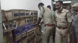 पुलिस ने कार से पकड़ी 70 पेटी अवैध शराब, आबकारी अमला हो रहा नाकाम