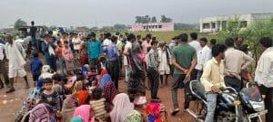 बाढ़ के बाद राहत की बाट जोह रहे लोग उतरे आंदोलन पर, मुआवजे की मांग को लेकर किया प्रदर्शन
