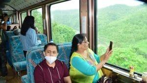 मालवा की खूबसूरत वादियों में 17 महीनों बाद फिर पटरियों पर दौड़ी हेरिटेज ट्रेन, लोगों में दिखा उत्साह