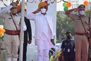 ग्वालियर में प्रभारी मंत्री सिलावट ने फहराया तिरंगा, BSF के श्वान दस्ते ने किया प्रभावित
