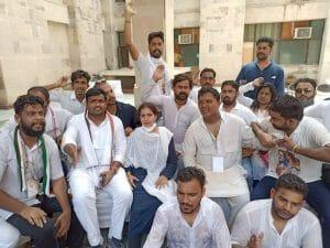 युवा कांग्रेसियों ने किया संसद का घेराव, Gwalior से सैकड़ों युवा नेता हुए शामिल, दी गिरफ्तारी