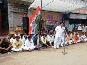 Gwalior News: कोरोना काल की स्कूल फीस माफ कराने कांग्रेस सड़कों पर, किया प्रदर्शन