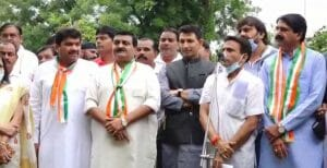 कांग्रेसियों ने मनाई पूर्व प्रधानमंत्री राजीव गांधी की जयंती, जन आशीर्वाद यात्रा के उग्र विरोध का लिया संकल्प