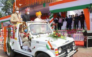स्वतंत्रता दिवस पर खंडवा जिला प्रभारी मंत्री उषा ठाकुर ने किया ध्वजारोहण, अधिकारियों और कर्मचारियों का किया सम्मान