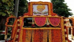 कल्याण सिंह की अंतिम यात्रा में श्रद्धांजलि देने पहुंचे दिग्गज नेता, आज 3 बजे होगा अंतिम संस्कार