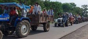 """Khandwa : """"नहर नहीं तो वोट नहीं"""" किसानों ने ट्रैक्टर रैली निकालकर जताया आक्रोश"""