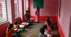 Rajgarh : इस स्कूल में भरे पानी के बीच लगती है कक्षा, जल जमाव से डेंगू-मलेरिया का खतरा
