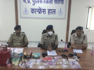 सोने के गहने चमकाने के नाम पर ठगी करने वाला गिरोह चढ़ा पुलिस के हत्थे, 3 लाख के माल सहित 8 गिरफ्तार