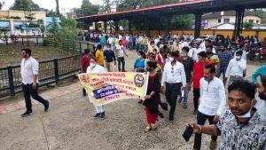 बिजली विभाग के आउटसोर्स कर्मचारियों की अनिश्चितकालीन हड़ताल, बैतूल में रैली निकाल सौंपा ज्ञापन