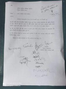 भाजपा के पूर्व जिला अध्यक्ष सुरेंद्र तिवारी से पुलिसकर्मियों ने की अभद्रता, बीजेपी कार्यकर्ताओं ने कार्रवाई की मांग को लेकर सौंपा ज्ञापन