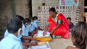 Teacher's Day Special : 23 साल से बच्चों के लिए 25 किमी दूर पहाड़ी इलाके में जाती है पढ़ाने, जाने शिक्षिका कमलती की कहानी