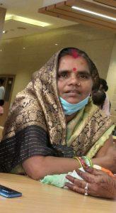 रेलवे की ड्रेस पहने युवक ले गया माँ को, भटक रहा बेटा, एक महीने बाद भी सुराग नहीं