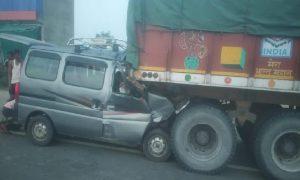 जयपुर में बड़ा हादसा : REET की परिक्षा देने जा रहे युवकों की वैन ट्रॉले से भिड़ी, 6 की मौत, अन्य घायल